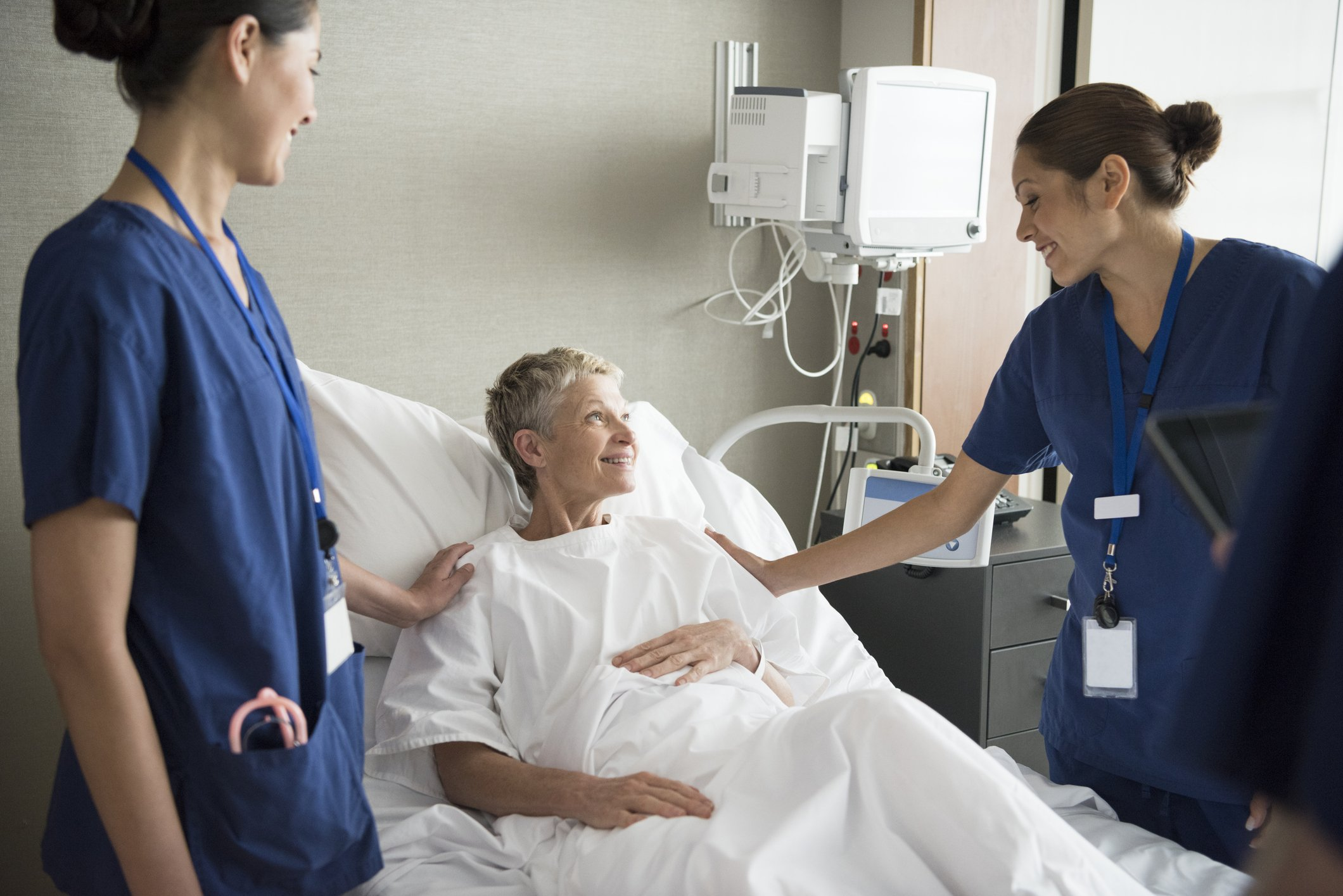 Doctors visiting a patient in the hospital
